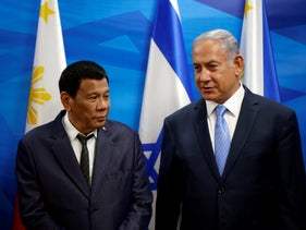 Prime Minister Benjamin Netanyahu stands next to Philippine President Rodrigo Duterte during their meeting in Jerusalem, September 3, 2018.