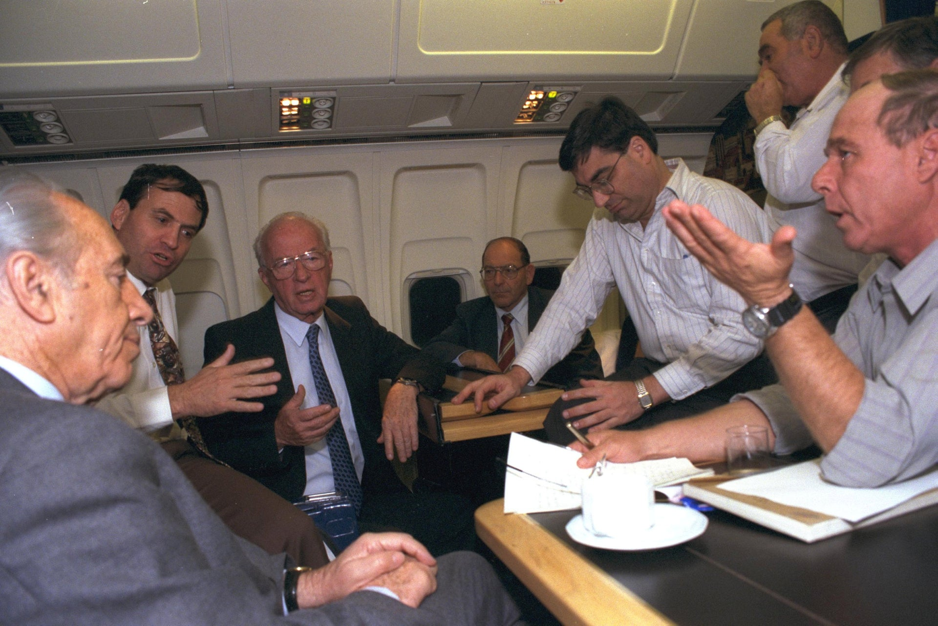 From left to right: Shimon Peres, Uzi Dayan, Yitzhak Rabin, Yoel Singer, and Ilan Biran en route to Washington for the signing of Oslo II in 1995.