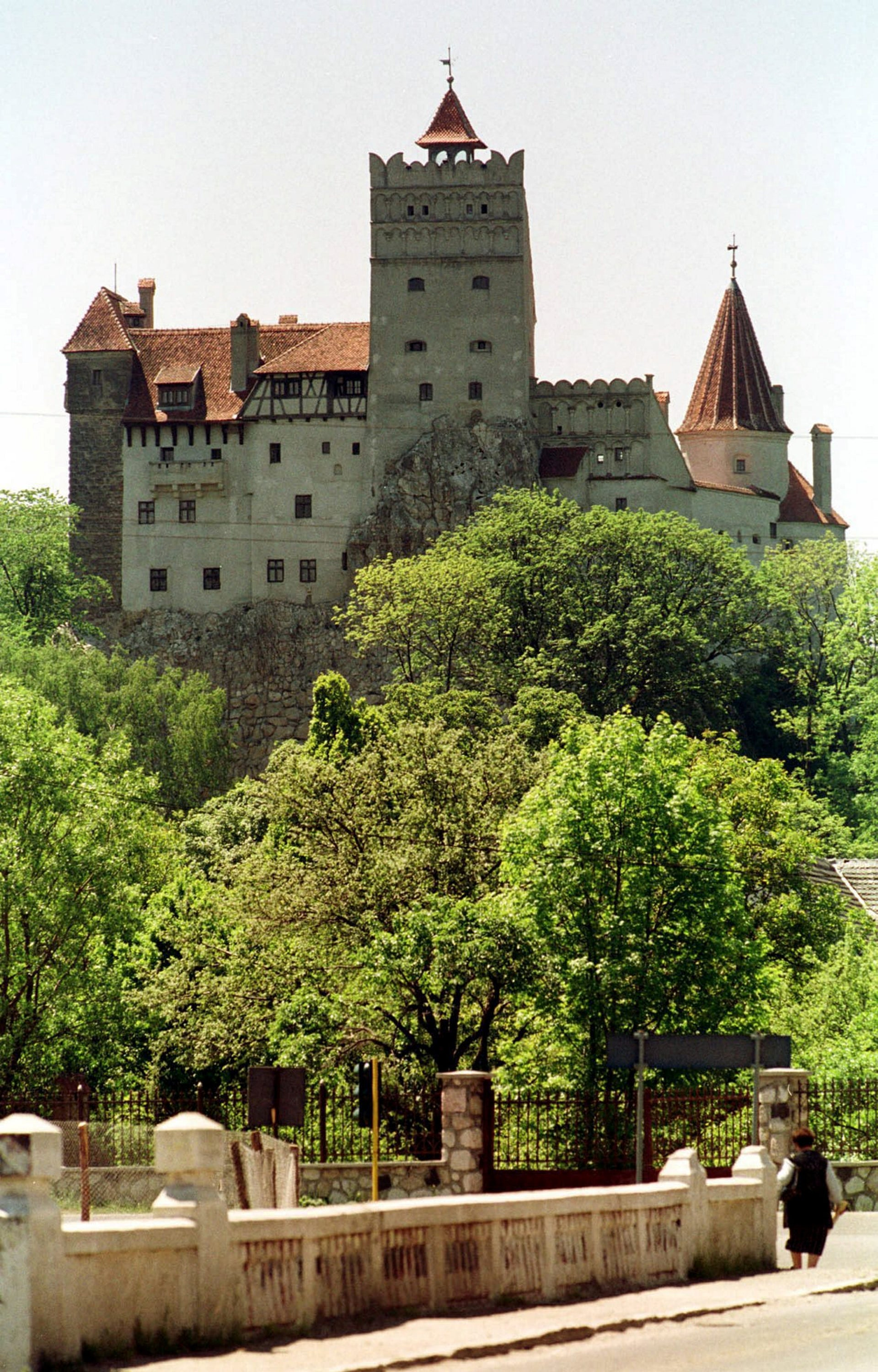 """Transylvanian castle famous for its connections to the 15th century medieval ruler who inspired """"Dracula"""""""