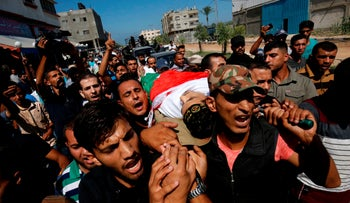Mourners carry the body of Palestinian Imad Ishtawi who was killed during a protest the previous day along the Israel-Gaza border fence, Gaza City, September 24, 2018.