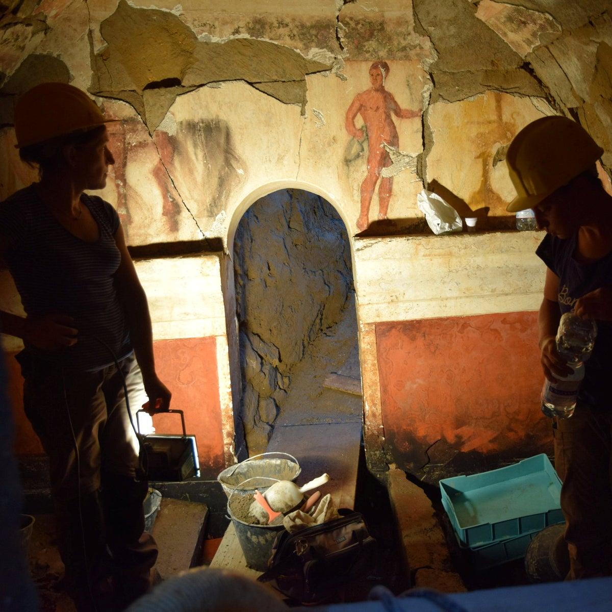 Painted tomb discovered in Cumae