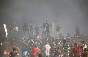 Palestinians demonstrating at the border fence east of Gaza City, September 28, 2018.