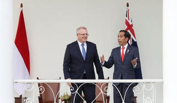 Indonesian President Joko Widodo talks with Australian Prime Minister Scott Morrison during a meeting at the presidential palace in Bogor, West Java, Indonesia, August 31, 2018.