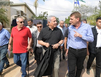 Netanyahu tours the Sedot Hanegev Regional Council in southern Israel, October 17, 2018
