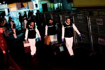 Turkish forensic police officers leave after searching evidence at the Saudi Arabiain Consulate on October 18, 2018