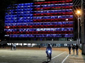 The municipality building in Tel Aviv lit in the colors of the American flag in honor of the victims of the Pittsburgh synagogue attack, October 27, 2018