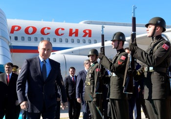Russian President Vladimir Putin arrives in Istanbul, Turkey, joining leaders of Turkey, France and Germany for talks about Syria. Oct. 27, 2018
