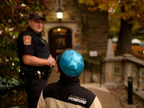 A police officer stands guard outside Temple Sinai before Friday evening Shabbat services on November 2, 2018 in Pittsburgh, Pennsylvania