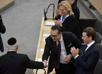 Austrian Vice Chancellor and far right Freedom Party leaders Heinz-Christian Strache greets Rabbi Arthur Schneier as Chancellor Sebastian Kurz applauds during a memorial event for the 80th anniversary of Kristallnacht. Vienna on November 9, 2018