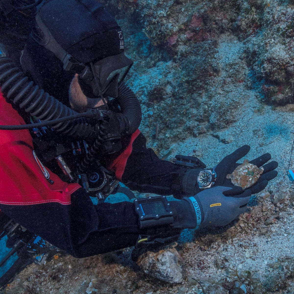 Discovery of a missing piece of Antikythera Mechanism on the Aegean sea floor
