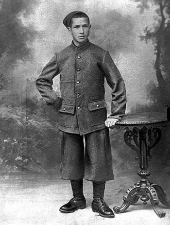 Chaio Albaz, son of Lea Albaz, born in Constantine, Algeria in 1892. He served in the French army as a translator and was sent in WWI to the Dardanelles, where he fell in one of the battles in 1916.
