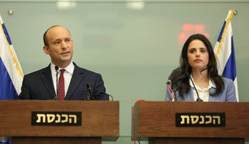 Ministers Bennett and Shaked during a press conference, November 19, 2018.