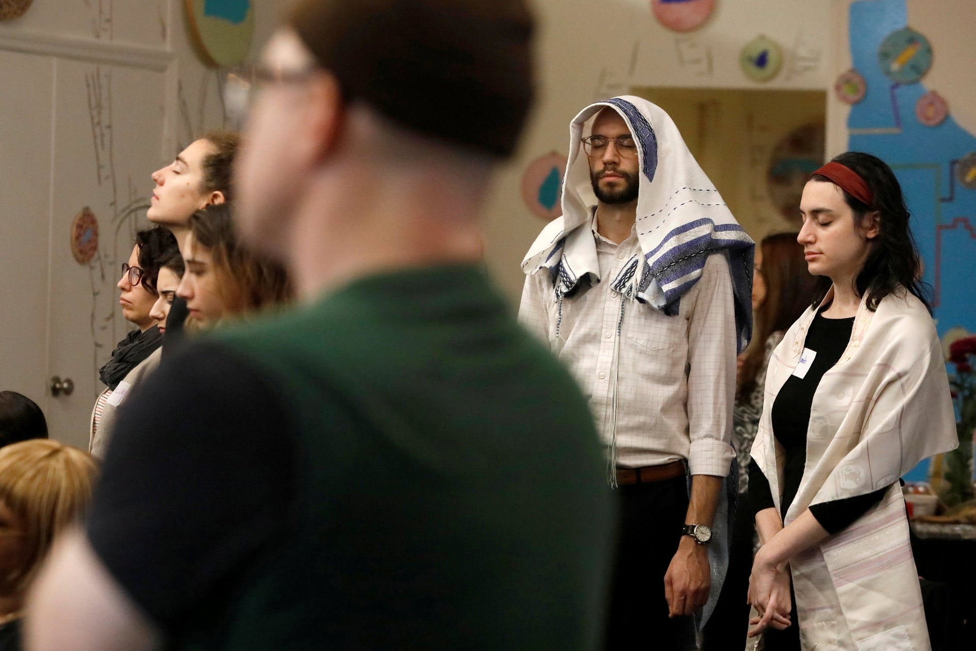 """Worshippers attend a """"Show Up For Shabbat"""" service at JCC Harlem following the Pittsburgh synagogue shooting, in New York, November 3, 2018."""
