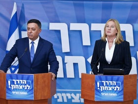 File photo: Labor Chairman Avi Gabbay and opposition chief Tzipi Livni speak at a press conference in October, 2018.