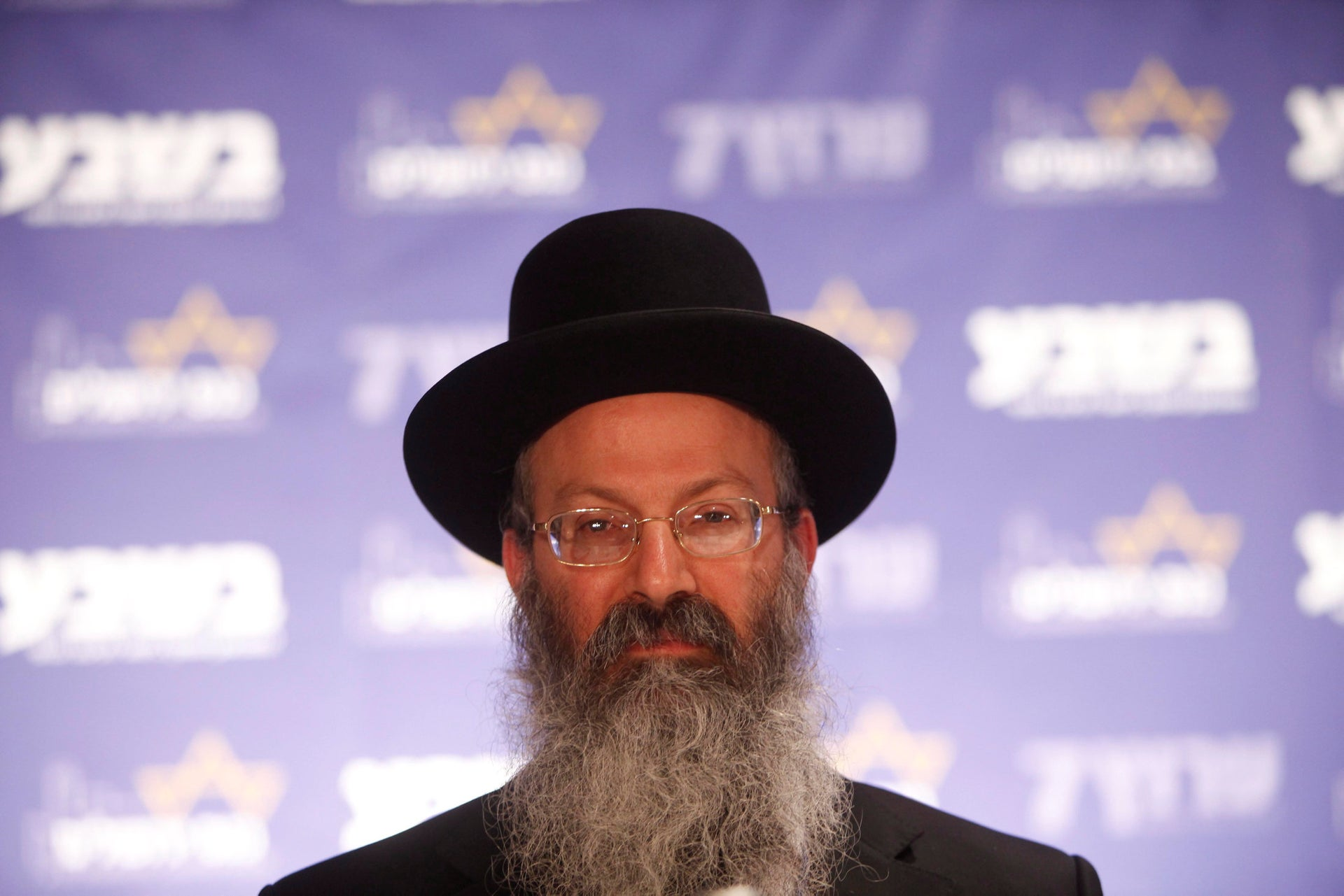 Har Bracha's spiritual leader, Rabbi Eliezer Melamed, ruled that it was fine for Christians to work the fields of Jewish farmers, so long as they did not engage in missionary activities.