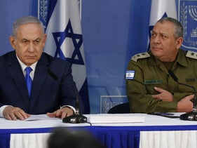 Prime Minister Benjamin Netanyahu and Chief of Staff Gadi Eisenkot give a press conference, Tel Aviv, December 4, 2018.