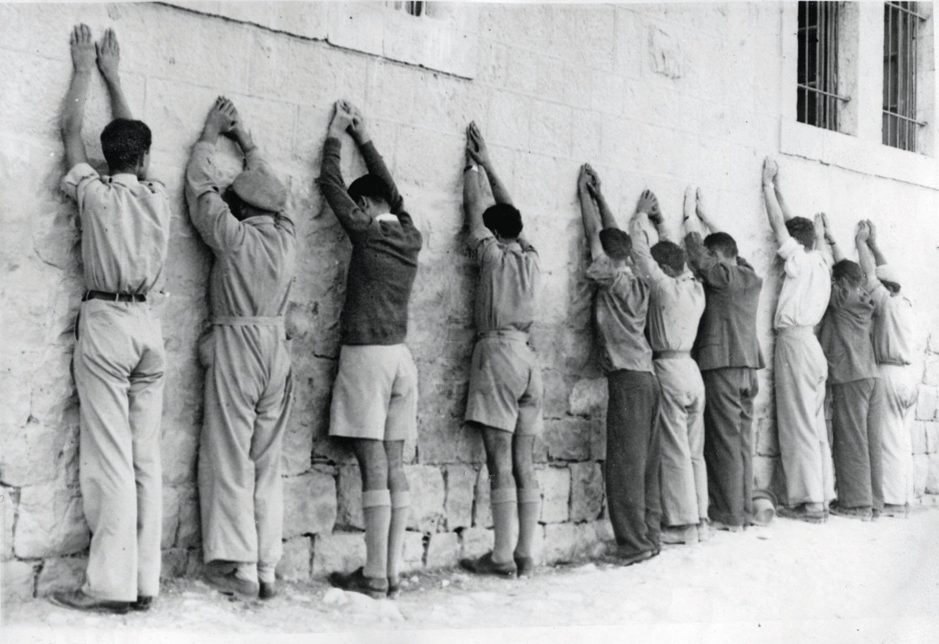 Jewish men are detained by British forces, 1947/1948