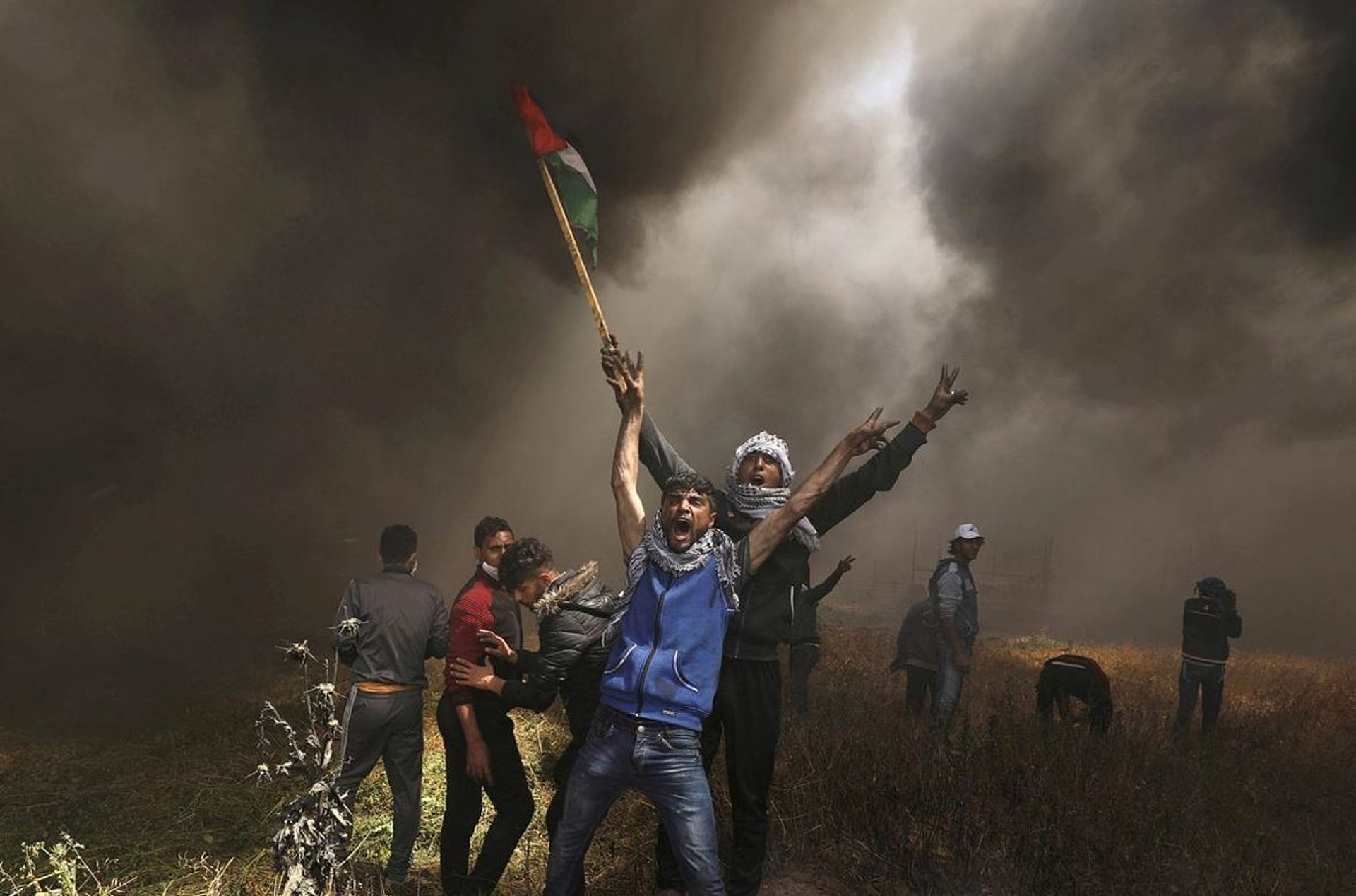 Palestinian demonstrators shout during clashes with Israeli troops at a protest demanding the right to return to their homeland, at the Israel-Gaza border east of Gaza City, April 6, 2018. REUTERS/Mohammed Salem