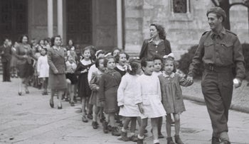 A Jewish Brigade soldier and nurses affiliated with the Jewish Agency alongside Jewish refugee children in Florence, Italy during the Holocaust.