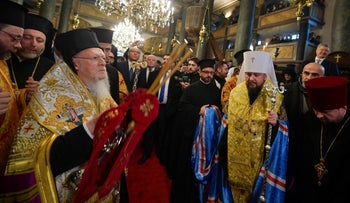 Head of the Orthodox Church of Ukraine Metropolitan Epifaniy and Ecumenical Patriarch Bartholomew at a ceremony marking the new Ukrainian Orthodox church's independence in Istanbul, January 5, 2019.