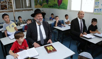 Education Minister Naftali Bennett and Interior Minister Aryeh Dery visit an ultra-Orthodox school on the first day of the school year, September 2, 2018.