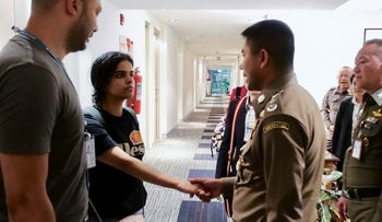 Eighteen-year-old Saudi woman Rahaf Mohammed al-Qanun shaking hands with a Thai immigration officer at Suvarnabhumi international airport in Bangkok, on January 7, 2019.