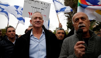 Former IDF Chief of Staff Benny Gantz greets Druze protesters outside his home, Rosh Ha'ayin, January 14, 2019.