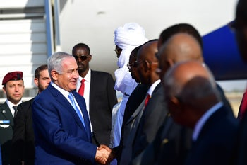 Prime Minister Benjamin Netanyahu arrives in Chad and shakes hands with Chad's Foreign Minister Mahamat Zene, January 20,2019.