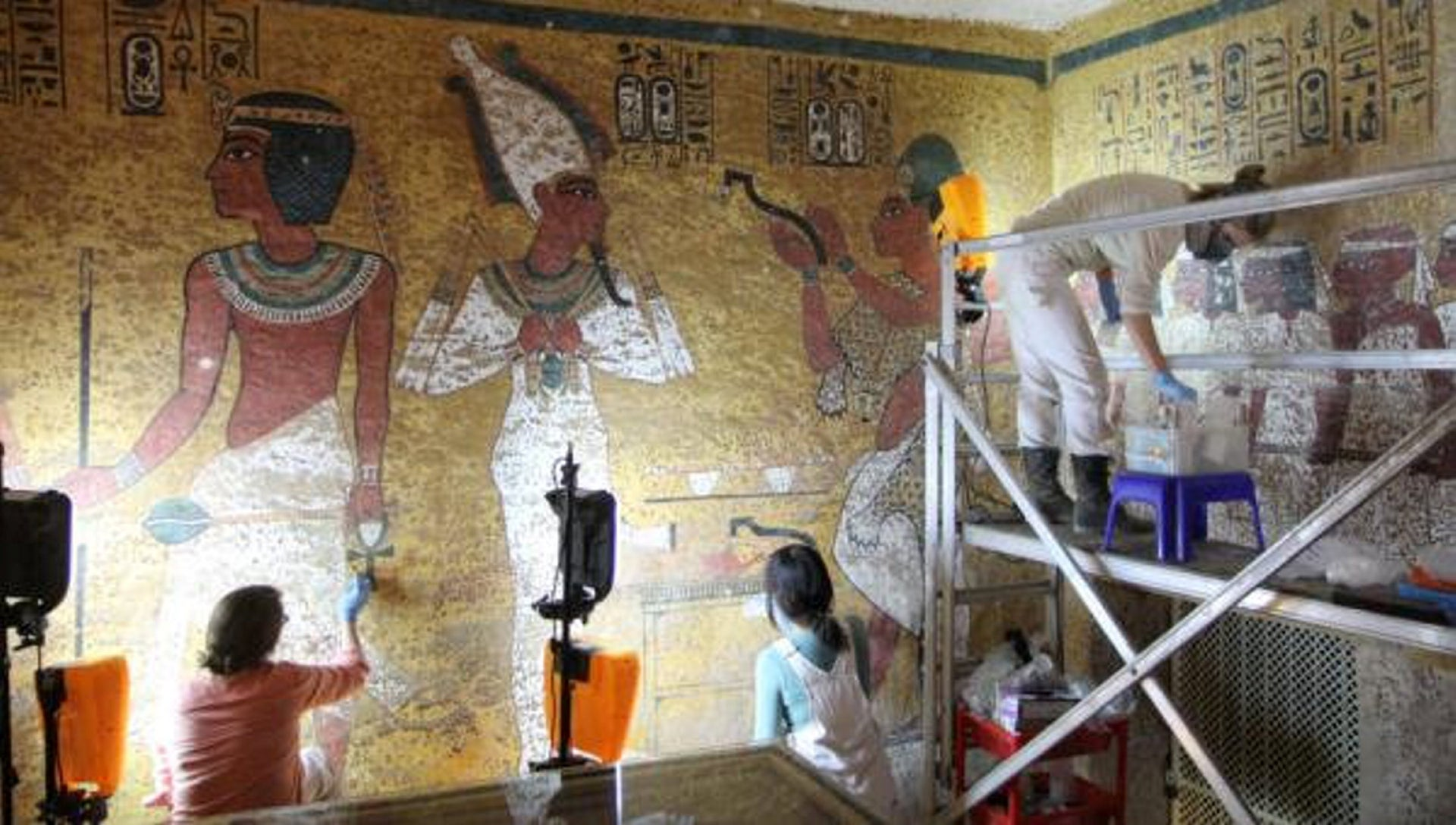 Conservation work in the burial chamber of Tutankhamun's tomb, in the spring of 2016.