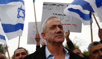 Benny Gantz with Druze protesters against the nation-State law, January 14, 2019.