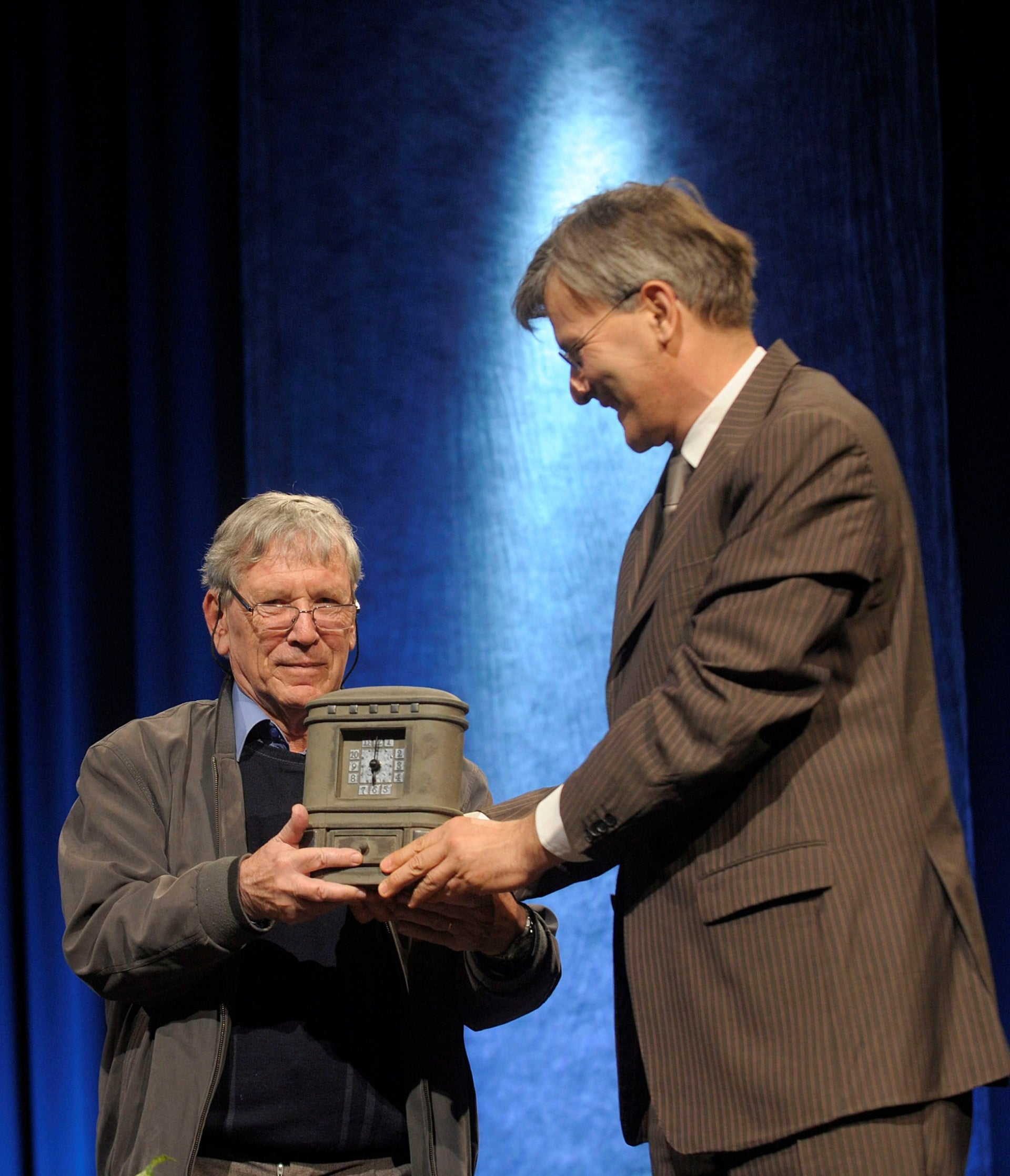 Israeli writer Amos Oz receives the Budapest Grand Prix from Mayor of Budapest Gabor Demszky, April 23, 2010
