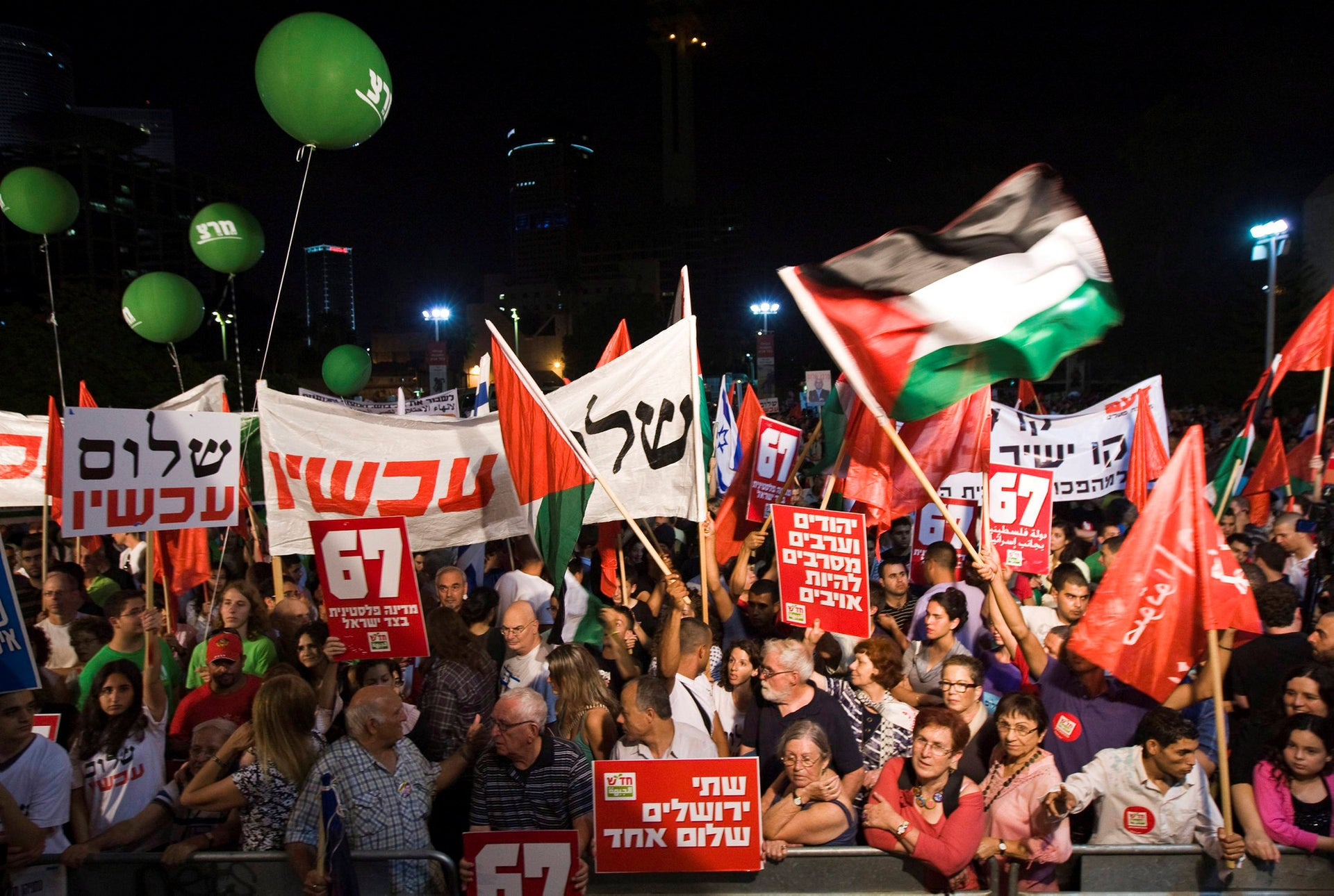 Thousands of left-wing Israelis take part in a rally in support of  a Palestinian state based on the 1967 borders in Tel Aviv June 4, 2011