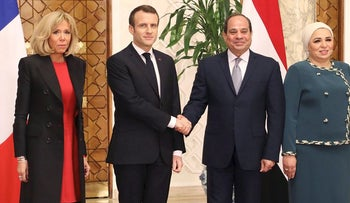 French President Emmanuel Macron (2nd L) shakes hands with his Egyptian counterpart Abdel Fattah al-Sissi as their wives, Brigitte Macron (L) and Intissar Amer (R, pose for a picture next to them at the presidential palace in Cairo on January 28, 2019