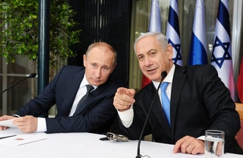 FILE PHOTOף Prime Minister Benjamin Netanyahu and Russian President Vladimir Putin attend a joint press conference in Jerusalem, June 25, 2012.