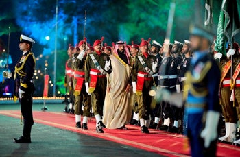 Saudi Arabia's Crown Prince Mohammed bin Salman, center, reviews guard of honour during a welcoming ceremony in Islamabad, Pakistan, Sunday, Feb. 17, 2019