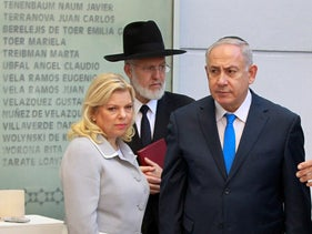 Benjamin Netanyahu and his wife Sara, alongside Rabbi Gabriel Davidovich in Buenos Aires, Argentina September 11, 2017.