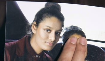 Renu Begum, eldest sister of Shamima Begum, who traveled to Syria to join ISIS, holds a picture of her sister. London, February 22, 2015