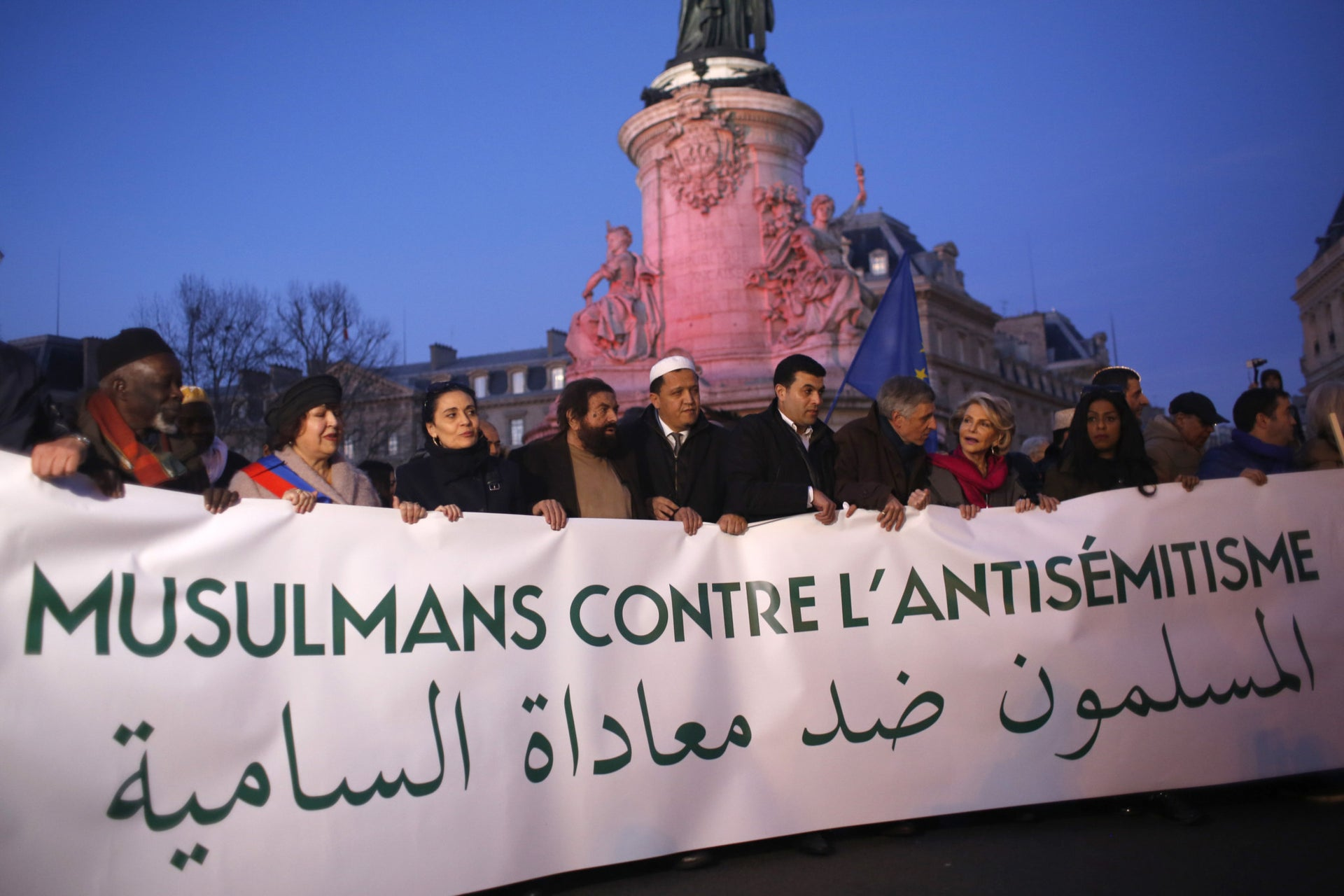French Muslim gather at the Republique square to protest against anti-Semitism in Paris, France, Feb. 19, 2019. In Paris and dozens of other French cities, ordinary citizens and officials across the political spectrum geared up Tuesday to march and rally against anti-Semitism, following a series of anti-Semitic acts that shocked the nation. (AP Photo/Thibault Camus)  מוסלמים צרפתים מפגינים נגד אנטישמיות, פברואר 2019
