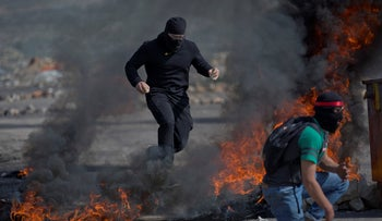 A masked Palestinian demonstrator at the outskirts of the West Bank city of Ramallah, March 20, 2019
