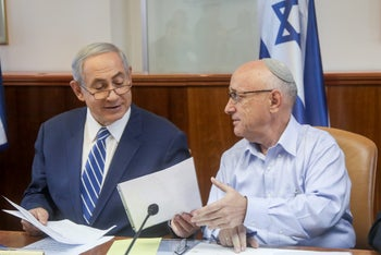 FILE Photo: Prime Minister Benjamin Netanyahu and Yaakov Nagel at a cabinet meeting in 2016.