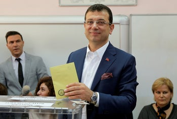 Ekrem Imamoglu, mayoral candidate of the main opposition Republican People's Party (CHP), casts his ballot at a polling station during the municipal elections in Istanbul, Turkey, March 31, 2019.