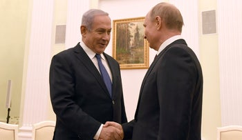 Prime Minister Netanyahu shakes hands with Russian President Putin in Moscow, February 27, 2019.