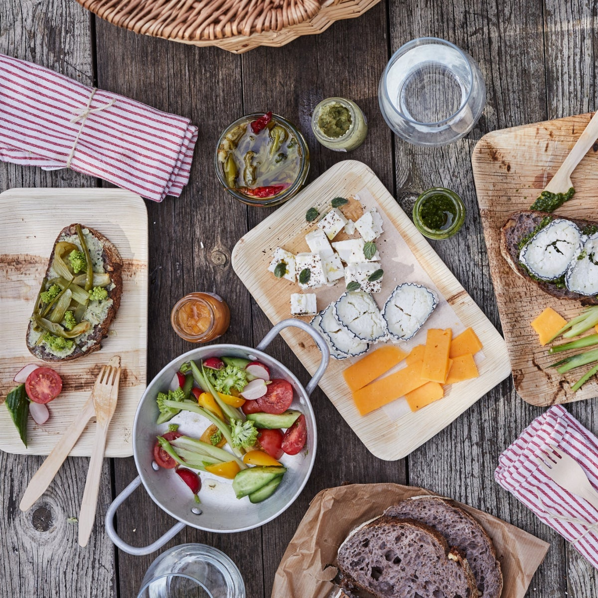 A picnic lunch from Farma Cultura. Can be enjoyed on the grounds of the farm, or taken to your favorite picnic spot.