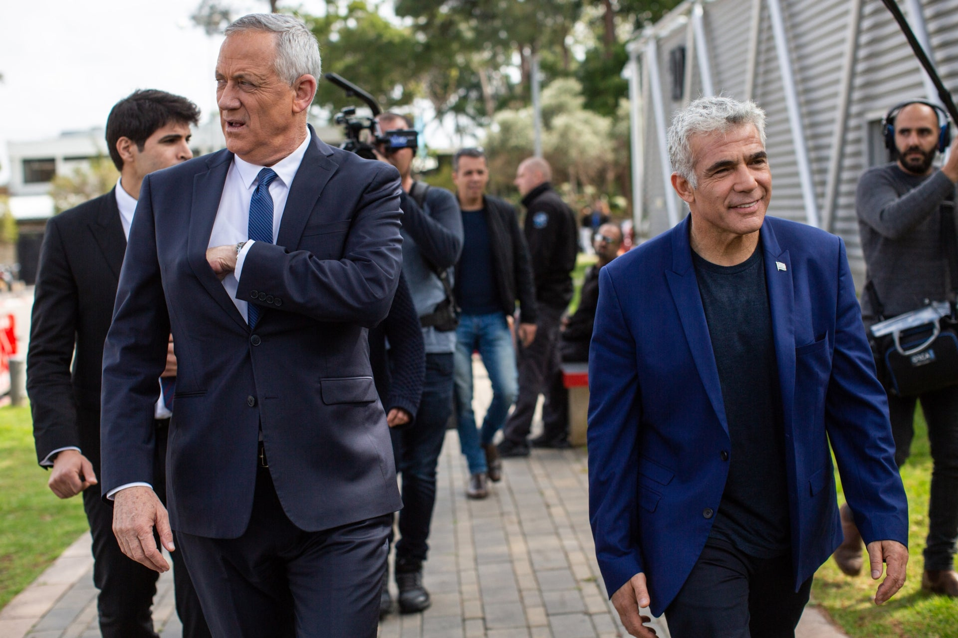 Kahol Lavan leaders Benny Gantz and Yair Lapid on the campaign trail in Tel Aviv, March 21, 2019.