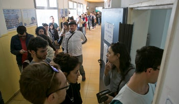 Voters lining up at a polling booth in Tel Aviv in the 2015 national election.