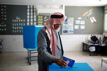 A Bedouin man casts his ballot as Israelis vote in a parliamentary election, at a polling station in the city of Rahat in Israel's southern Negev Desert April 9, 2019. REUTERS/Amir Cohen