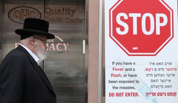 A sign warning people of measles in the ultra-Orthodox Jewish community of Williamsburg, two days after New York City Mayor Bill de Blasio declared a public health emergency, April 11, 2019.