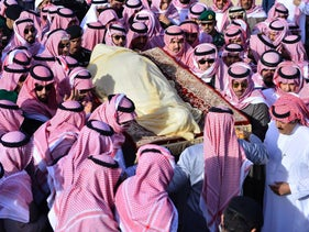 File photo: Members of the Saudi royal family carry the body of King Abdullah during his funeral in Riyadh, Saudi Arabia, Jan. 23, 2015.