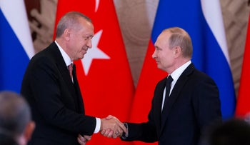 Russian President Vladimir Putin shakes hands with Turkish President Recep Tayyip Erdogan, Moscow, April 8, 2019.