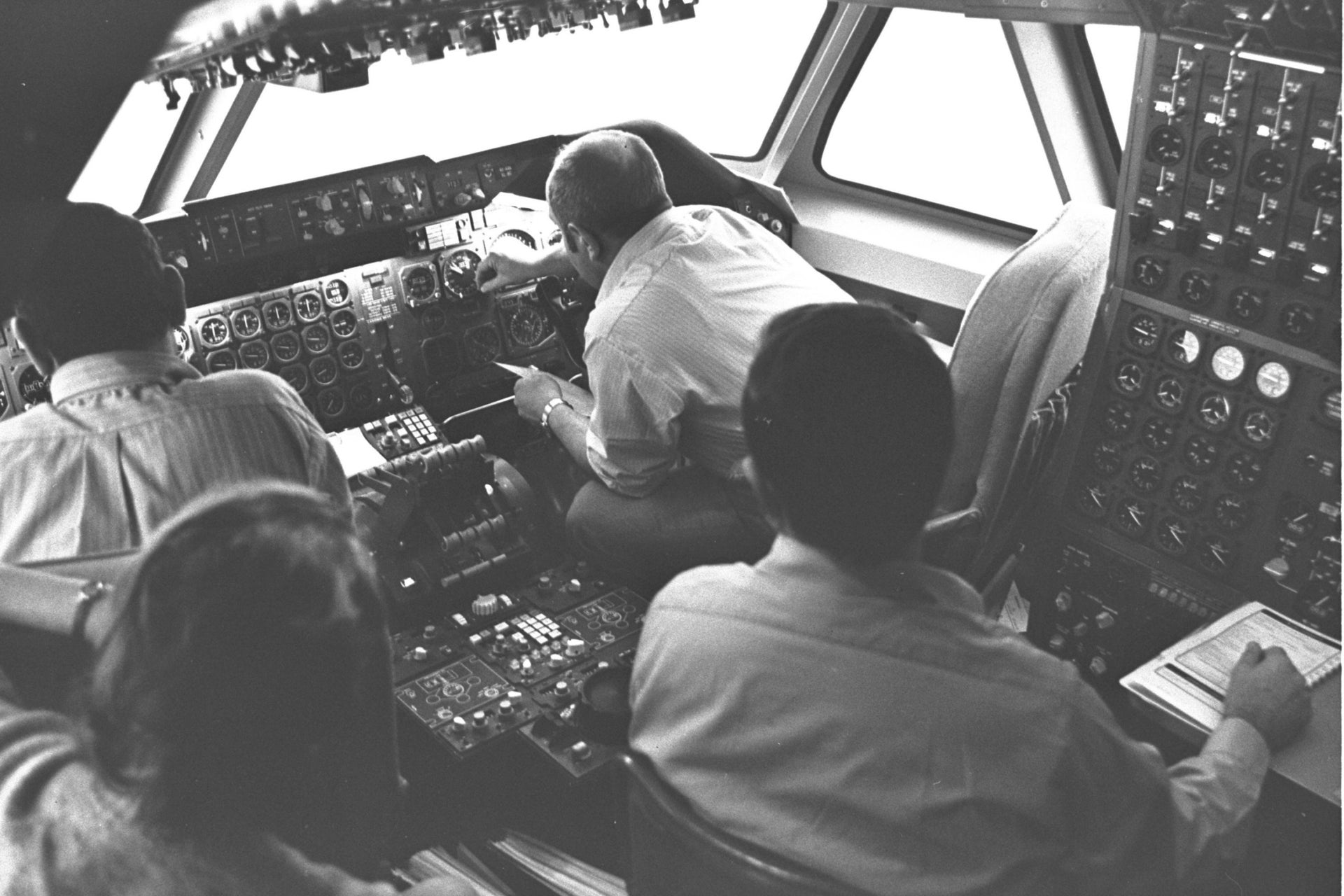 An El Al crew inside a dummy 747 cockpit at Lod Airport in 1971.